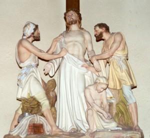 Decima Estacion Jesus es despojado de sus vestiduras